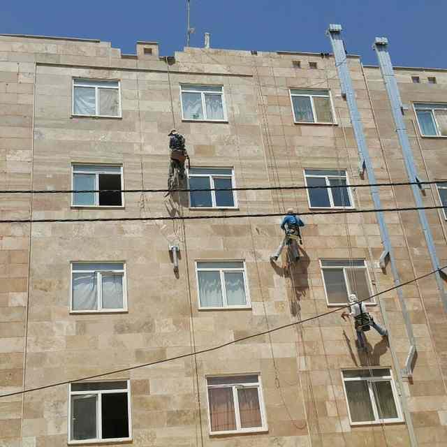 پیچ و رولپلاک نمای سنگ ساختمان