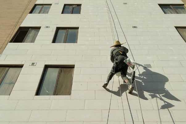 کار در ارتفاع بدون داربست در مازندران